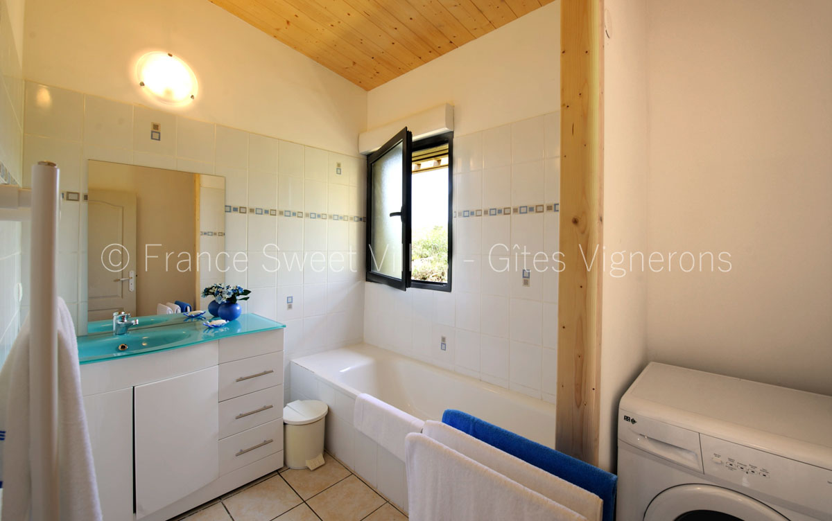 location maisons villas sud France AR09 Gite AZANILE